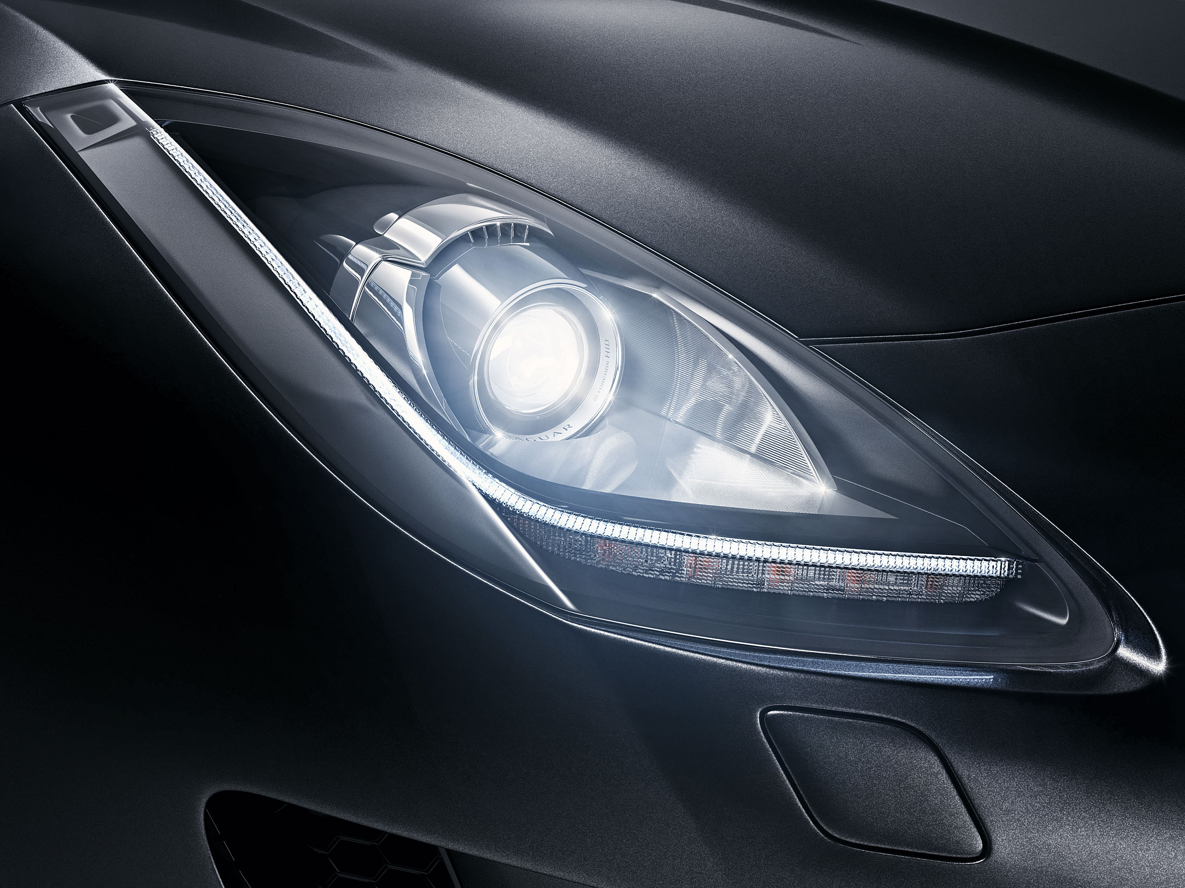 jaguar-ftype-f-type-tank-cgi-retouch-london-post-production-headlight-studio